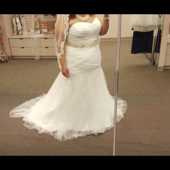 Plus size wedding dress from David's Bridal. NWT
